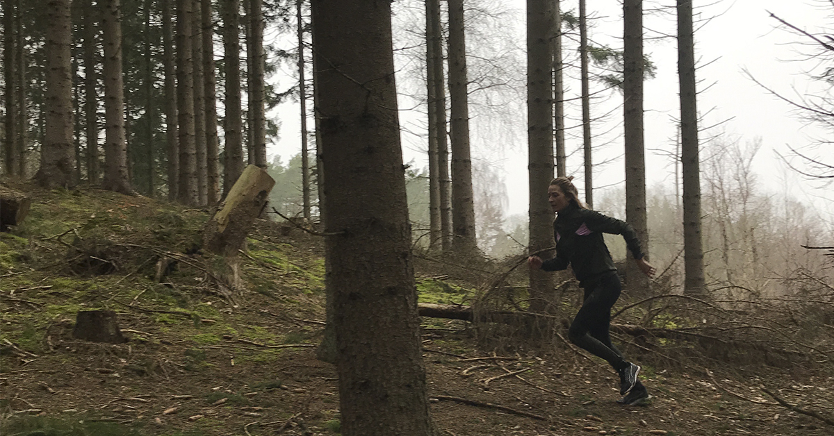 At løbe i skoven